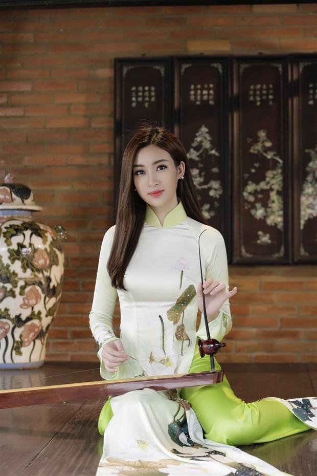 """Mỹ Linh cho biết: """"Linh hy vọng có thể đem tiếng đàn du dương, trầm lắng mang đậm bóng hình dân tộc đến với bạn bè thế giới để mọi người hiểu thêm về những nét đẹp văn hóa Việt Nam""""."""