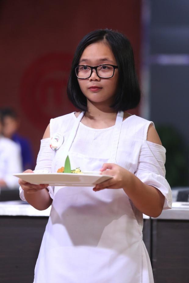 Minh Anh trong chương trình Vua đầu bếp nhí.