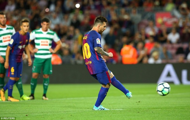 Ngay ở phút 20, Barcelona được hưởng phạt đền và Messi đã không bỏ lỡ cơ hội ghi bàn mở tỷ số cho đội nhà.