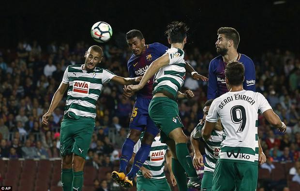 Paulinho sau đó nhân đôi cách biệt cho Barca với cú đánh đầu dũng mãnh ở phút 38. Tuyển thủ người Brazil tiếp tục thể hiện sự sắc bén trước cầu môn đối phương ghi có bàn thắng thứ 2 sau 2 trận.
