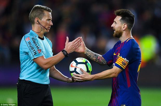 Toàn thắng 5 trận, Barcelona hiện đã bỏ xa kình địch Real Madrid tới 7 điểm.