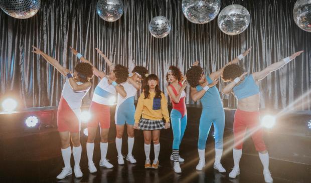 MV được thực hiện theo phong cách disco với bản phối hiện đại. Nữ ca sĩ dung hòa chất disco này cả về mặt âm nhạc lẫn hình ảnh trong MV.
