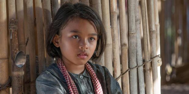 Angelina Jolie và First They Killed My Father  Bộ phim không hãng nào nhận phát hành