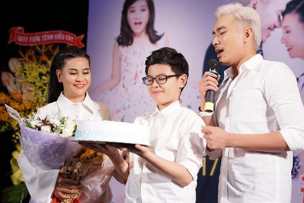 Cát Phượng, bé Bom và Kiều Minh Tuấn.