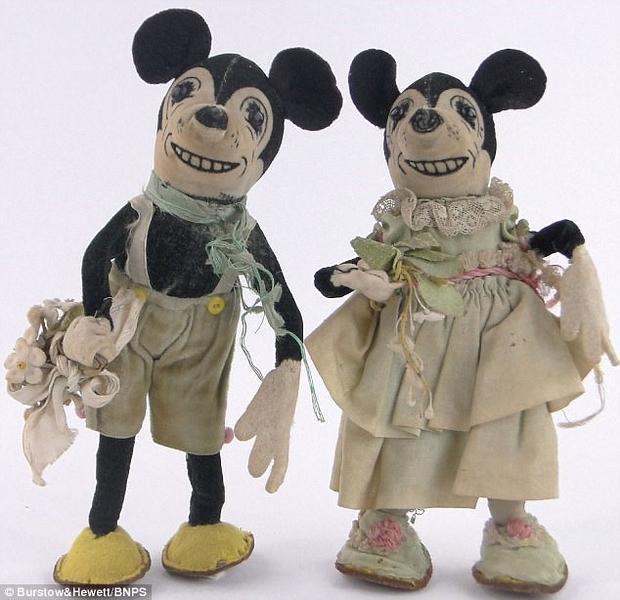 Những con chuột Mickey và Minnie của Nữ hoàng hồi nhỏ.