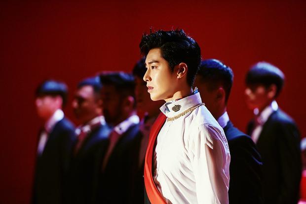 """Ngẩn ngơ trước tạo hình """"Ông hoàng sắc lạnh"""" của Yunho ngày trở lại."""