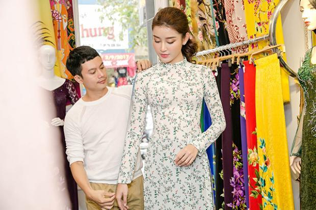 Bên cạnh đó, Huyền My cũng có buổi thử áo dài của NTK Ngô Nhật Huy.