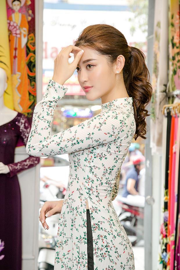 Á hậu Hoa hậu Việt Nam vô cùng duyên dáng…