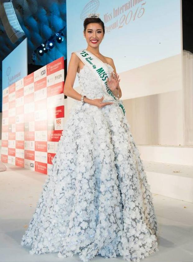 Thúy Vân bất ngờ đoạt ngôi vị Á hậu 3 Hoa hậu quốc tế 2015.