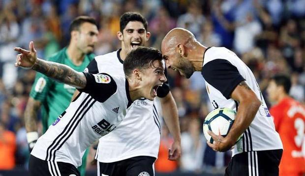 Zaza (phải) lập hat-trick ở trận đấu với Malaga.