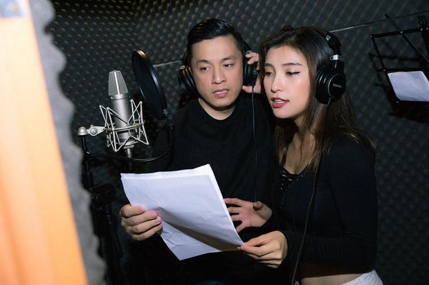 Để có được màn hoà giọng cùng A2 Lam Trường, e-kip đã gặp rất nhiều khó khăn bởi lịch trình kín mít từ cả 2. Lam Trường và Tiêu Châu Như Quỳnh chỉ có đúng 2 buổi để tập luyện và thu âm để hoàn chỉnh ca khúc.