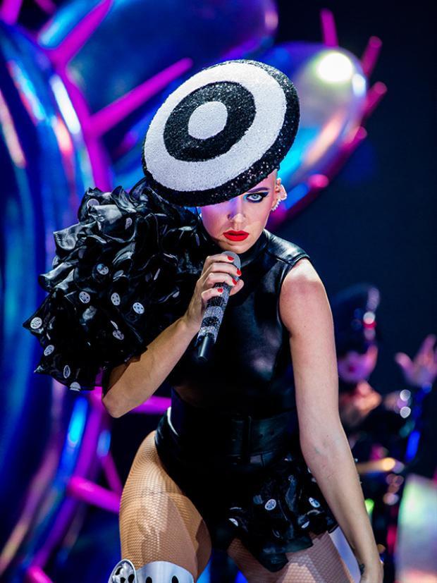 Flop trong năm qua, Katy Perry đã trả thù ngọt ngào hơn bao giờ hết!