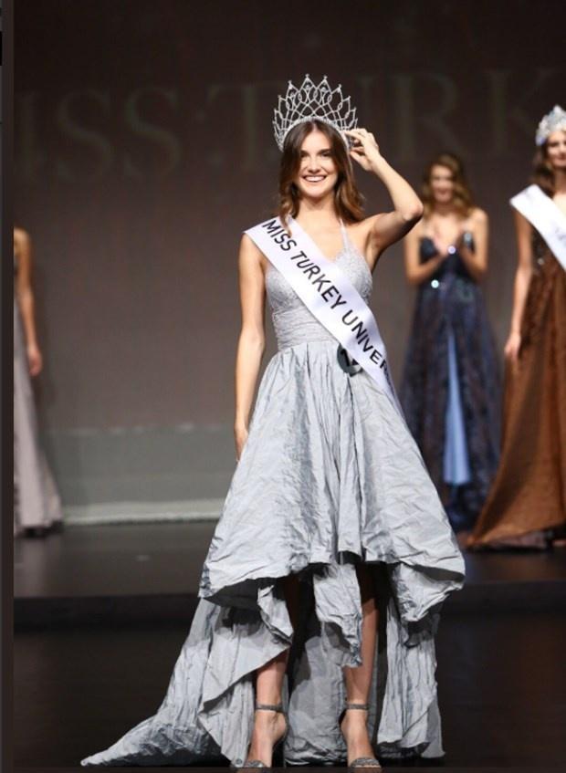 Asli Sumen - Á hậu 1 của Miss Turkey sẽ thay thế Itır Esen tham dự Miss World 2017 tại Trung Quốc vào cuối năm nay.