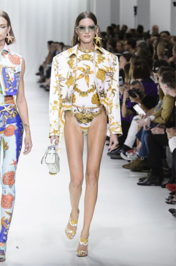 """Những đôi chân dài miên man cùng số đo 3 vòng hoàn hảo sẽ được """"tiết lộ"""" trong những thiết kế bodysuit mới mẻ này."""