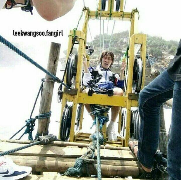Khuôn mặt hoảng hốt trước khi bắt đầu chuyến đi của Kwang Soo.