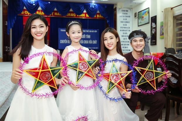 Đây là lần thứ 2 Hoa hậu và Á hậu Hoa hậu Việt Nam 2016 ghé thăm Trung tâm nuôi dưỡng bảo trợ trẻ em Gò Vấp.
