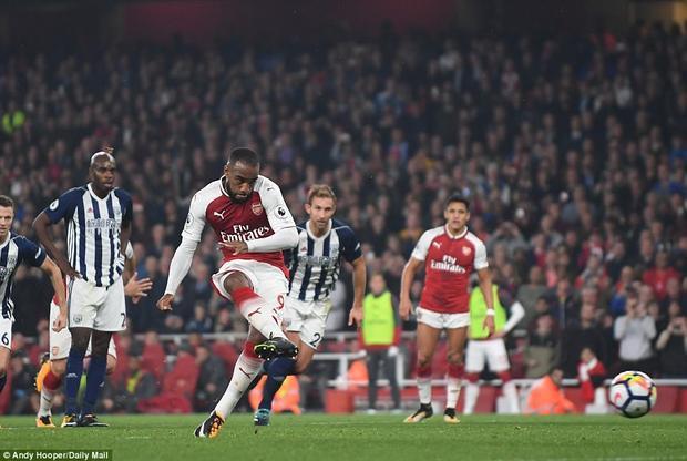 Trong thế trận giằng co, Arsenal bất ngờ có bàn thắng thứ 2. Nyom đẩy ngã Ramsey rất vô duyên, khiến West Brom bị thổi phạt 11m. Lacazette sau đó không mắc bất cứ sai lầm nào giúp đội chủ nhà vươn lên dẫn 2-0 ở phút 67.