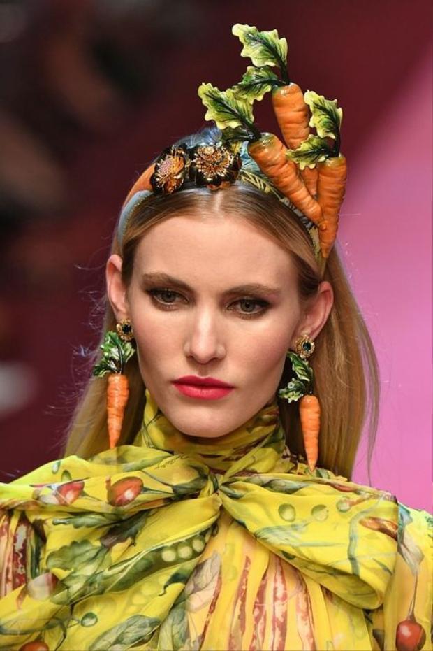 Loạt phụ kiện ấn tượng này đều đến từ thương hiệu Dolce & Gabbana.