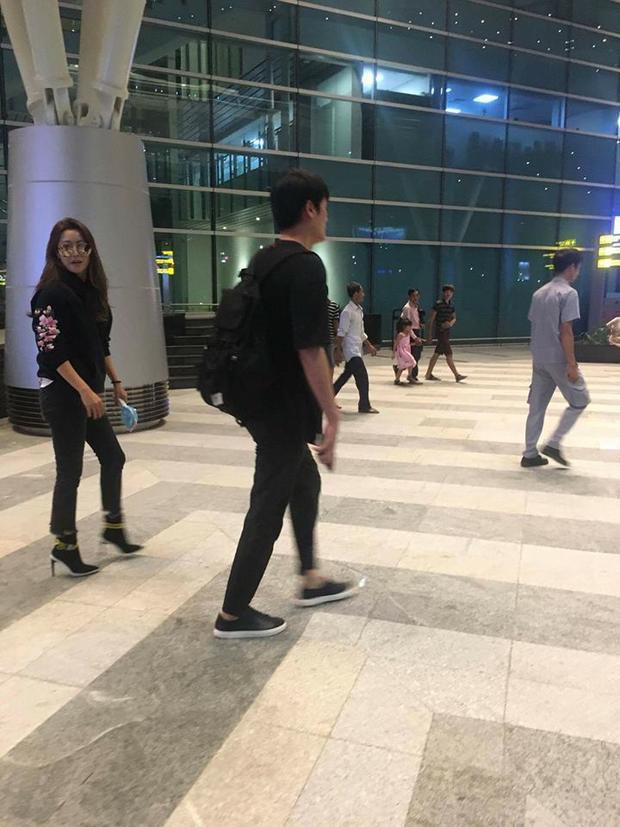 """Đáp chuyến bay khá muộn nhưng """"nữ hoàng màn ảnh nhỏ"""" vẫn cực rạng rỡ, thân thiện. (Ảnh: Ngọc Anh/ Fanpage FC Kim Hee Sun VN)."""
