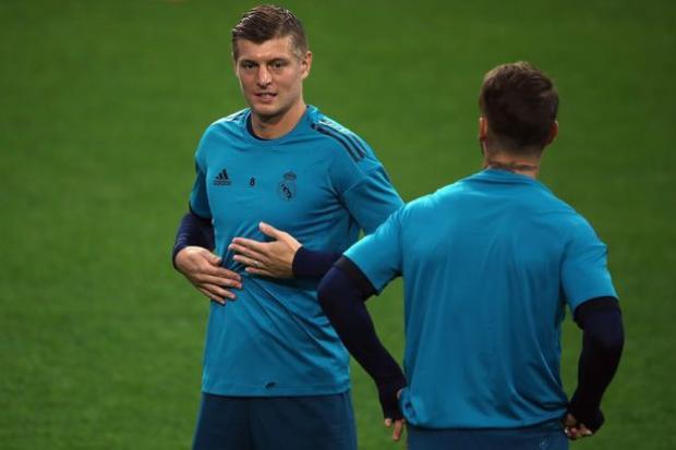 Ngay trước trận đấu, Real Madrid đón tin vui khi Kroos đã bình phục chấn thương lưng và đã quay trở lại tập luyện.