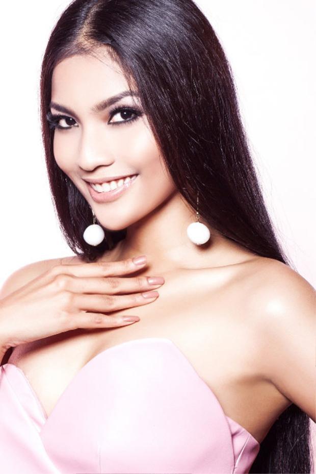 Bận rộn thi Miss Intercontinental 2017, Tường Linh vẫn dốc sức làm từ thiện cùng Trương Thị May, Thùy Trang