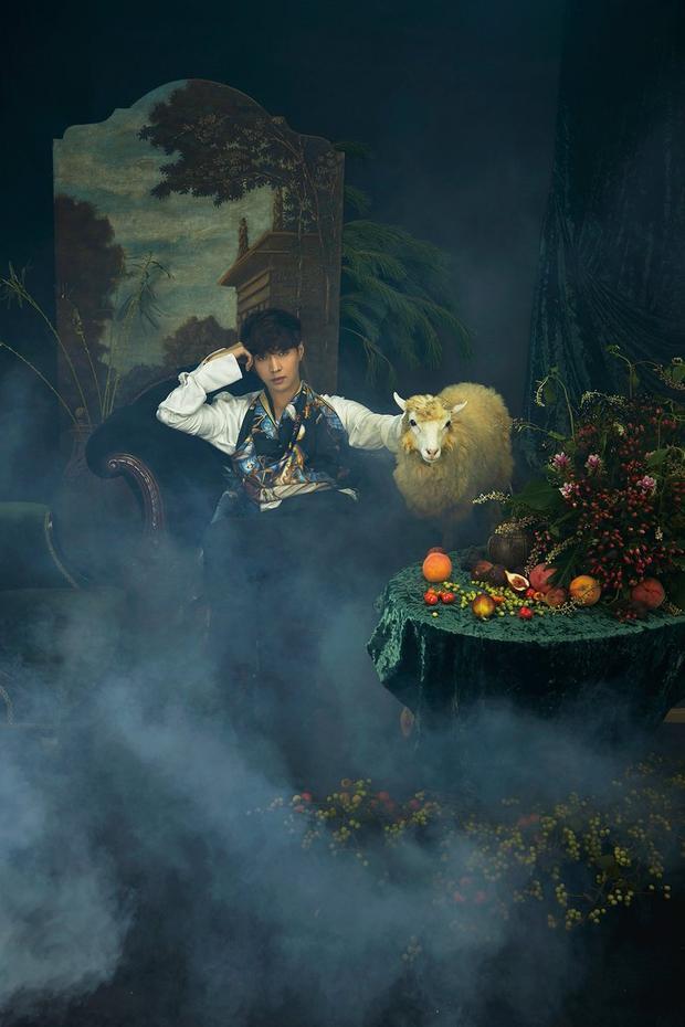 Anh chàng xuất hiện với phong cách lịch lãm, quý tộc và ma mị trong teaser album.