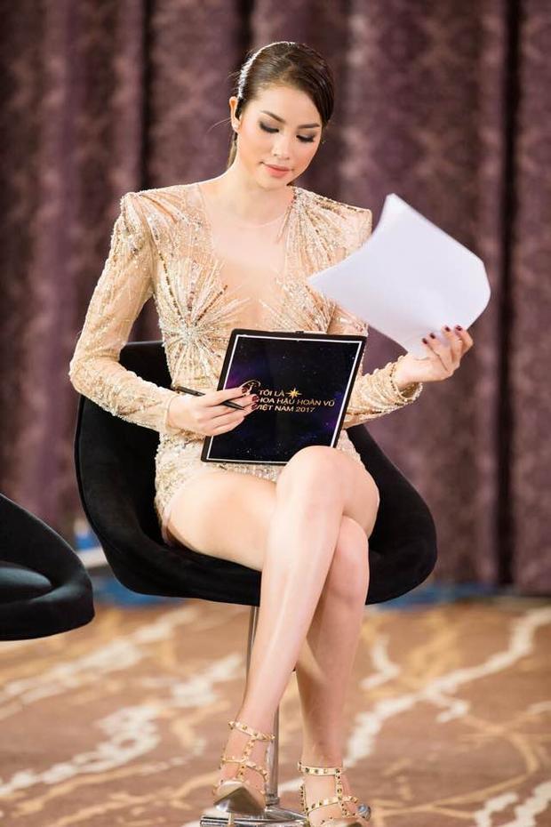 """Trong buổi ghi hình đầu tiên của chương trình thực tế Tôi là Hoa hậu hoàn vũ Việt Nam 2017, Hoa hậu gốc Hải Phòng xuất hiện với vẻ ngoài sang chảnh trong trang phục xuyên thấu """"đốt mắt"""" người nhìn."""