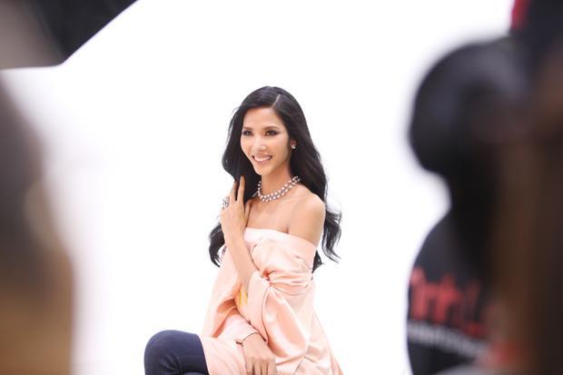 Có kinh nghiệm làm người mẫu và từng sải chân trên nhiều sàn diễn thời trang, nhưng Hoa hậu Hoàn vũ Việt Nam là cuộc thi mà Hoàng Thùythật sự muốn chinh phục.