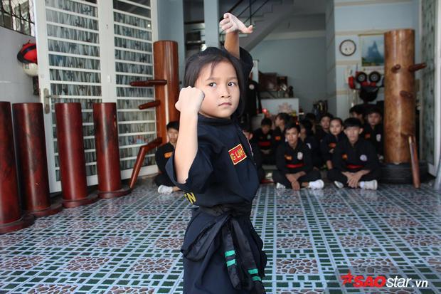 Thiên thần nhí 7 tuổi đi quyền, múa đao khiến người lớn phải choáng