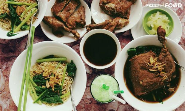 Quán mì vịt tiềm trứ danh cho những ai trót mê ẩm thực Trung Hoa