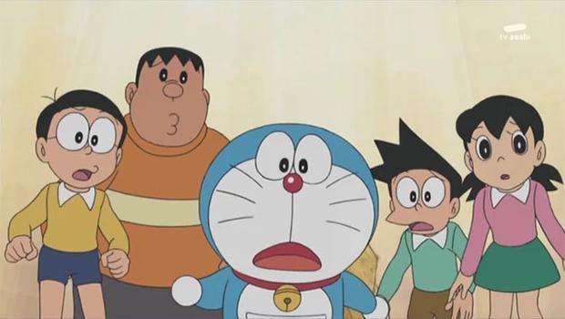 Mèo máy Doraemon với chiếc túi trước bụng.
