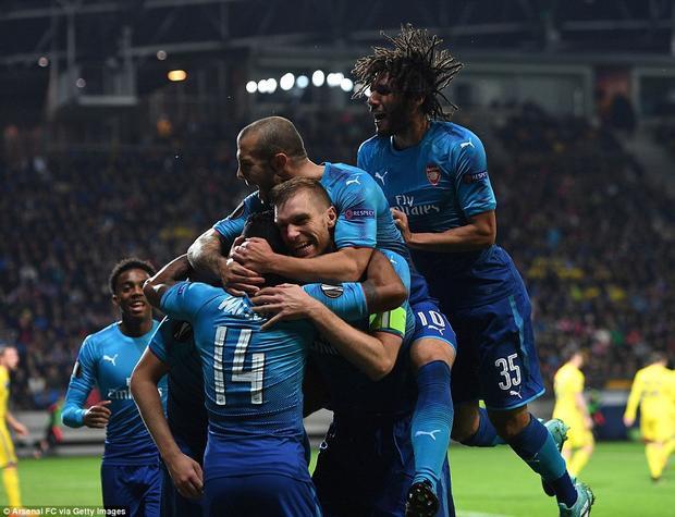 Arsenal dễ dàng lấy 3 điểm trên sân BATE.
