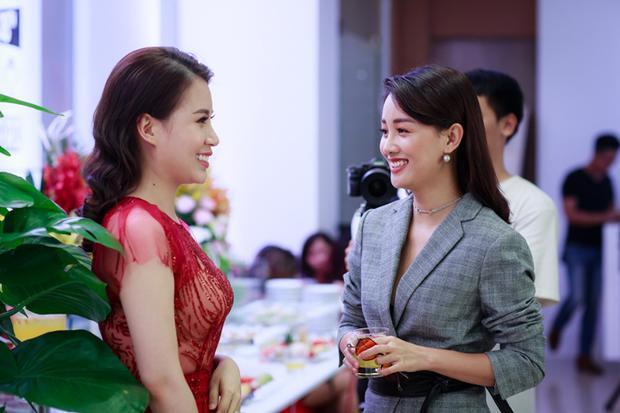 Đến chúc mừng vợ chồng Thành Trung còn có MC Quỳnh Chi - người bạn đồng hành cùng anh trong nhiều chương trình truyền hình như The Remix, The Voice Kids…