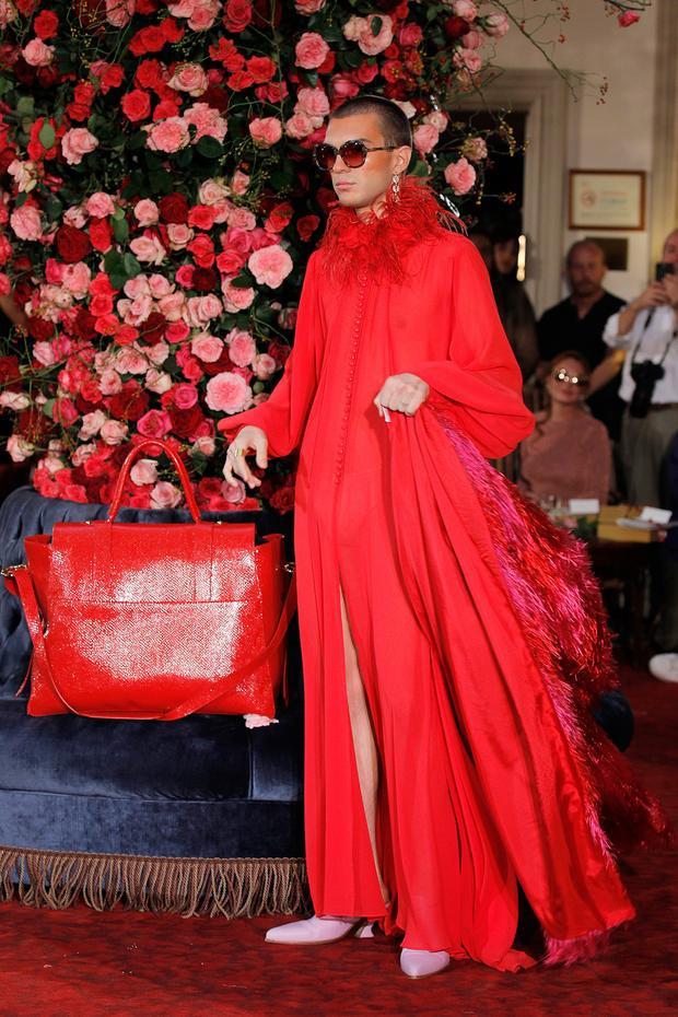 """Nam người mẫu """"xuất thần"""" trong thiết kế của Palomo Spain."""