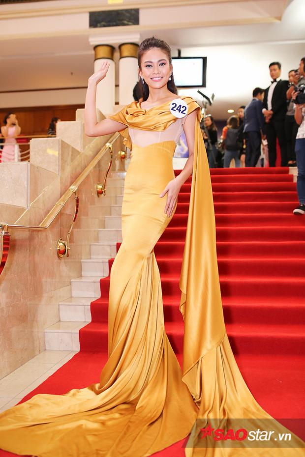 Là một trong những ứng cử viên nặng lý của cuộc thi năm nay, Mâu Thanh Thủy nổi bật trong bộ đầm vàng rực rỡ. Cô quyết tâm sở hữu vương miện Empower để truyền cảm hứng và câu chuyện về nghị lực của mình đến tất cả những ai có ước mơ, khát vọng giống mình.