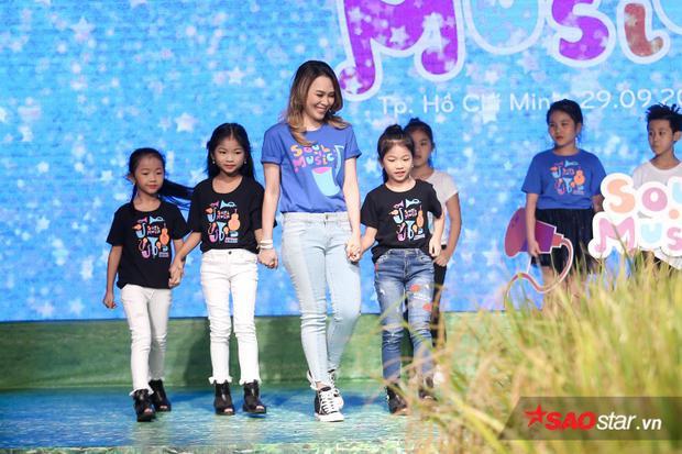 Mỹ Tâm bất ngờ xuất hiện trên sân khấu trong vai trò người mẫu.