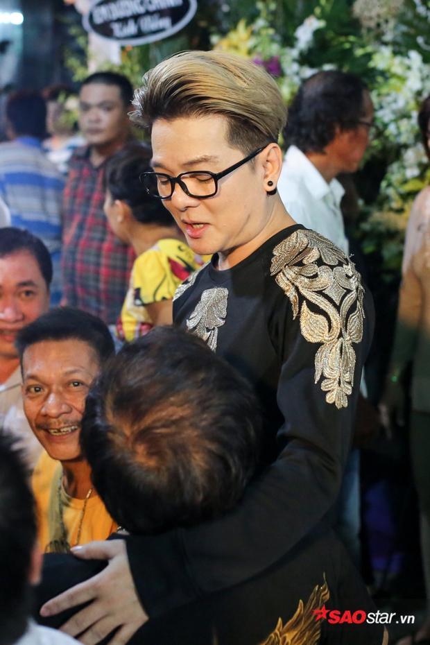 Nam ca sĩ Vũ Hà.