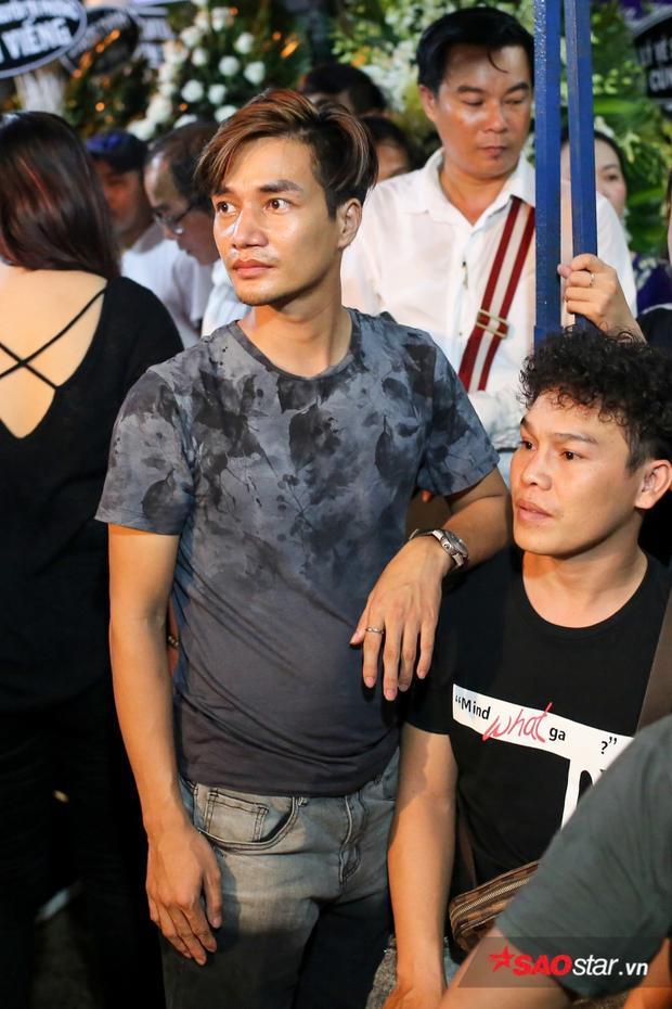 Lệ Rơi cũng đến viếng và chia buồn cùng gia đình nghệ sĩ Khánh Nam.
