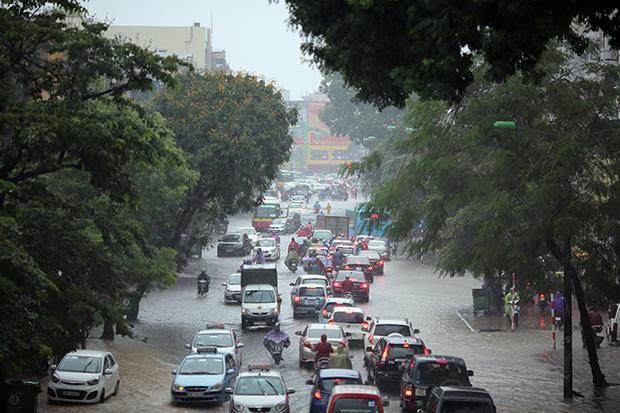Riêng tại thủ đô Hà Nội, sau 2 ngày (1 và 2/10) thời tiết nắng thì từ ngày 3/10 trời bắt đầu xuất hiện mưa, mưa rào và dông.