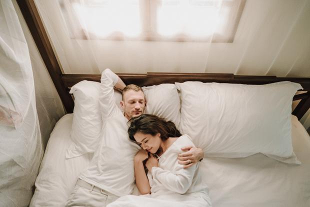 """Phương Vy không nén được cảm xúc:""""Thật sự Vy cảm thấy xúc động và yêu vô cùng người chồng của mình, cứ như những ngày đầu tiên hai đứa mới yêu nhau vậy""""."""