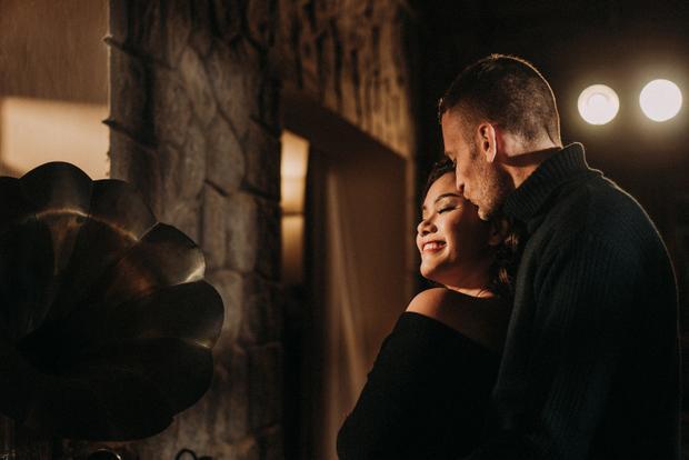 Đặc biệt nhất đó là những cảnh đêm, trong không gian nhạc jazz được phát ra từ chiếc máy đĩa than, cặp đôi cùng nhảy những điệu thật nhẹ nhàng trong khí trời Đà Lạt lành lạnh,…