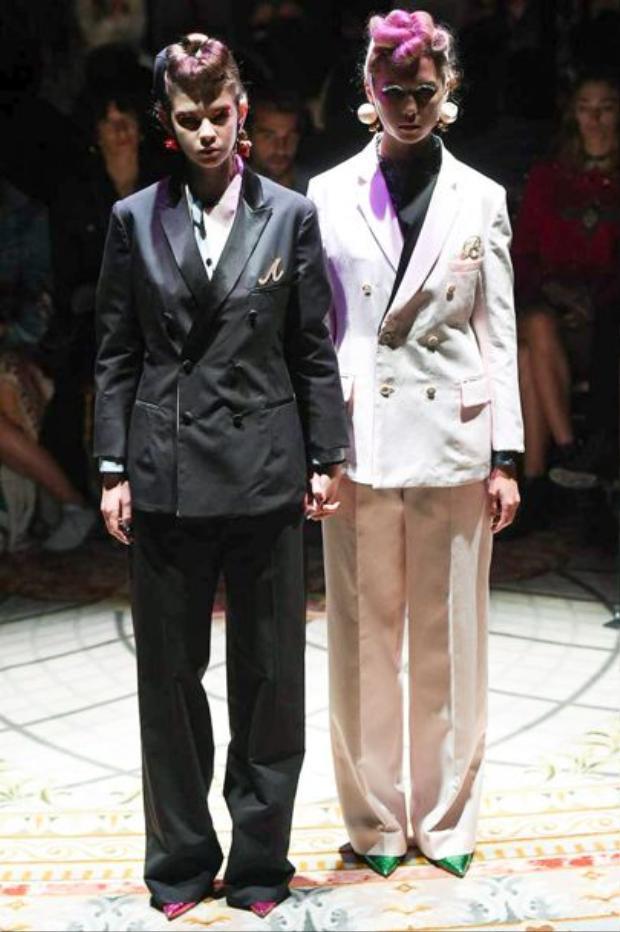 Mẫu suit mang tông đối lập trắng đen qua thiết kếUndercover.