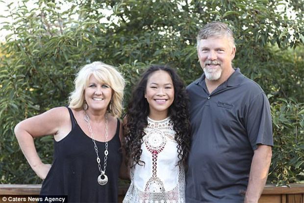Vợ chồng Shepherd đã đến Việt Nam nhận nuôi Do Thi Phuong và đổi tên thànhHaven Shepherd.