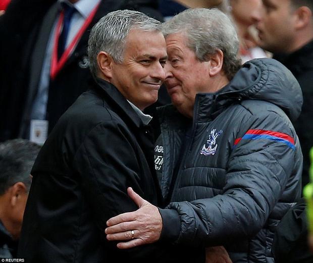Mourinho: Đời HLV cực lắm, thật sướng khi có những cầu thủ như Herrera, Mata
