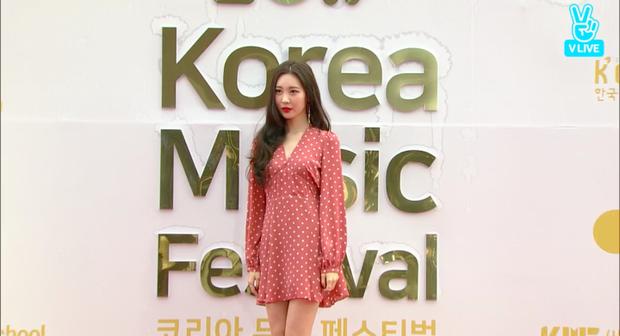 Sunmi, TWICE, EXID, Red Velvet cùng dàn sao khủng đổ bộ thảm đỏ Korea Music Festival 2017