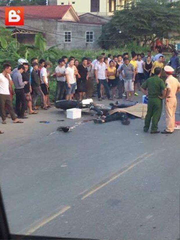 Xe máy đấu đầu xe tải, 2 thanh niên tử vong