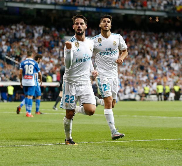 Isco ghi cả 2 bàn cho Real Madrid.