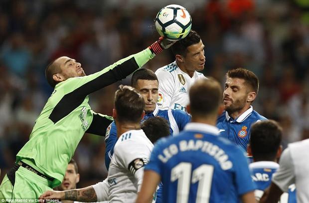 Isco lại gánh team, lập cú đúp giúp Real Madrid bám đuổi Barcelona