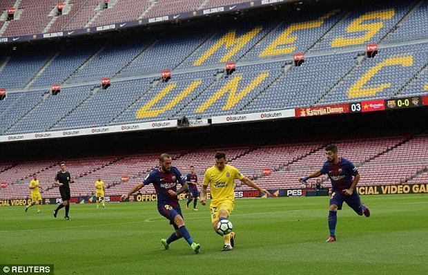 Không có bất cứ khán giả nào được phép vào sân xem trận Barca - Las Palmas.