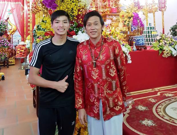 Kim Sơn cho biết, ngoài bơi lội thì ước mơ của anh chính là làm nghệ thuật. Danh hài Hoài Linh là một trong những thần tượng lớn của cậu bé 15 tuổi này.